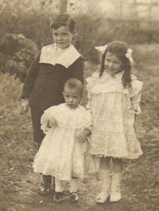Hubert, Pearl and Queenie Carter.  Taken around 1917.